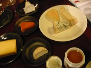 オイルとチーズとはちみつとワイン